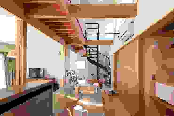 キッチンからダイニングを見る 伊藤瑞貴建築設計事務所 北欧デザインの キッチン