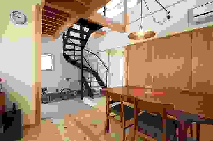 しもえもりのいえ: 伊藤瑞貴建築設計事務所が手掛けたリビングです。,北欧