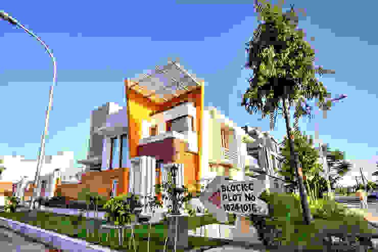 Front Corner View Modern houses by Studio An-V-Thot Architects Pvt. Ltd. Modern