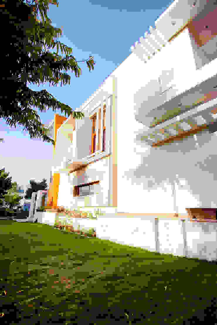Lawn Modern houses by Studio An-V-Thot Architects Pvt. Ltd. Modern