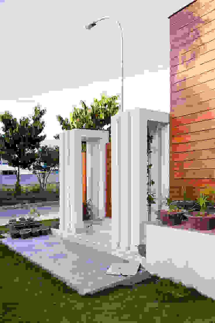 Boundary Modern houses by Studio An-V-Thot Architects Pvt. Ltd. Modern