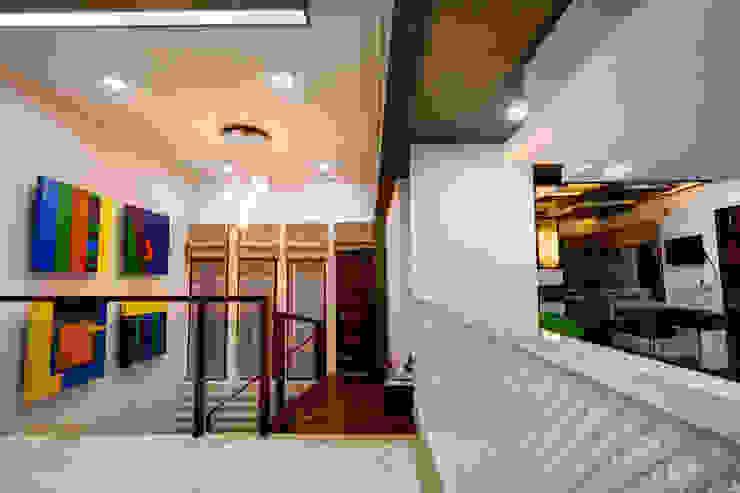 Lobby Modern houses by Studio An-V-Thot Architects Pvt. Ltd. Modern