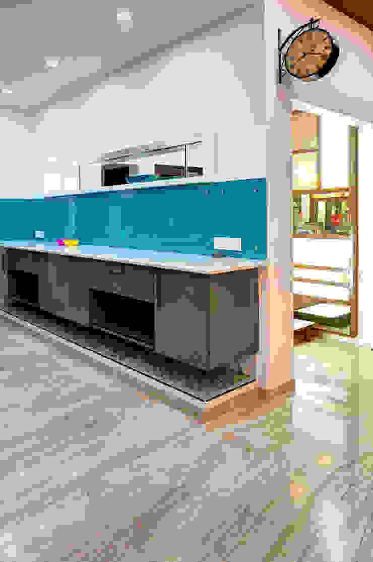 Kitchen Modern houses by Studio An-V-Thot Architects Pvt. Ltd. Modern