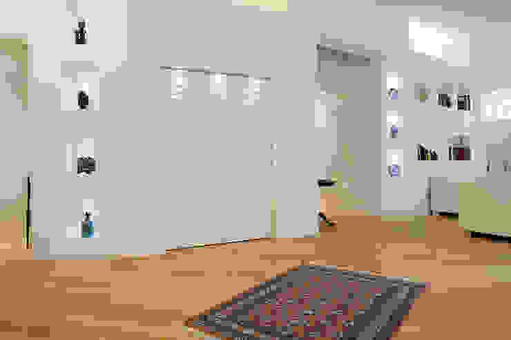 Attico di luce a Ravenna Soggiorno moderno di Atelièr di progettazione Moderno