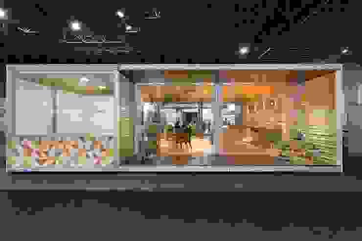 Fachada 01 Casas tropicais por Haruf Arquitetura + Design Tropical