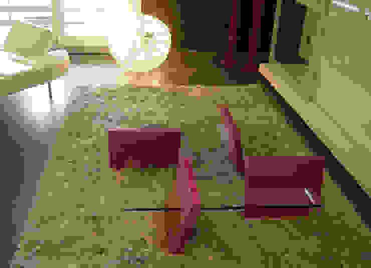 FLAP - Tavolo basso in vetro trasparente e mdf laccato di Giuseppe Granata - Designer   Vincenzo Schinella - Architetto Minimalista
