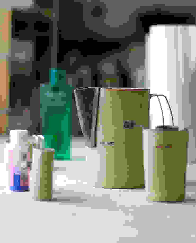 jug y set: deep cobalt의 현대 ,모던