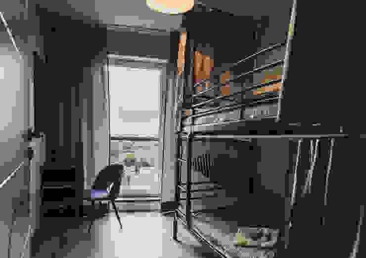 Dormitorios infantiles de estilo  por dziurdziaprojekt
