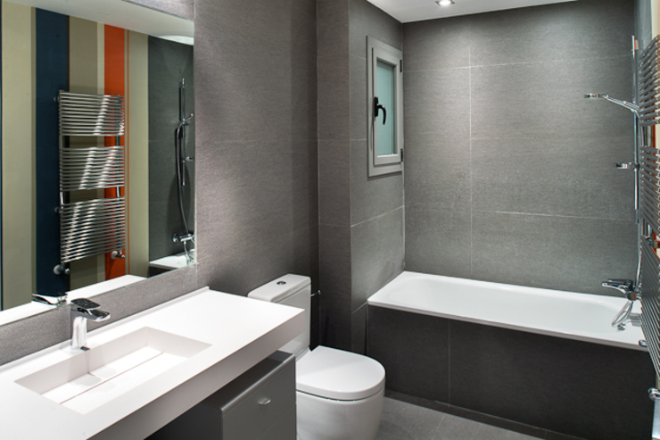 Interiorismo piso Barcelona Baños de estilo moderno de Isa de Luca Moderno