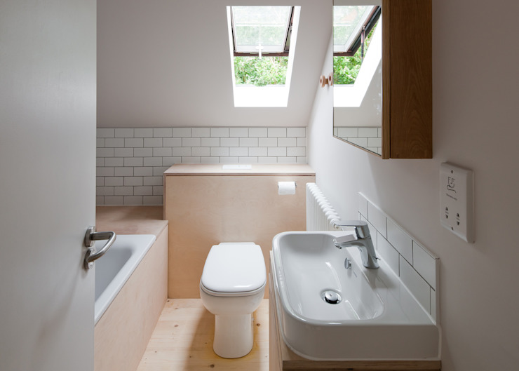Long Crendon Scandinavian style bathroom by MailenDesign Scandinavian