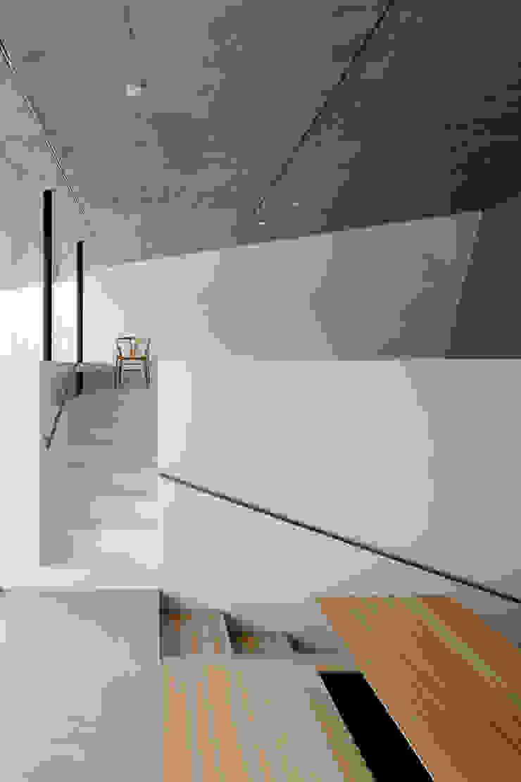 Beach House i モダンスタイルの 玄関&廊下&階段 の 山森隆司建築設計事務所 / Yamamori Architect & Associates モダン
