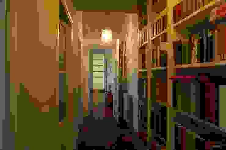 Corridoio Ingresso, Corridoio & Scale in stile classico di Quid divinum design Classico
