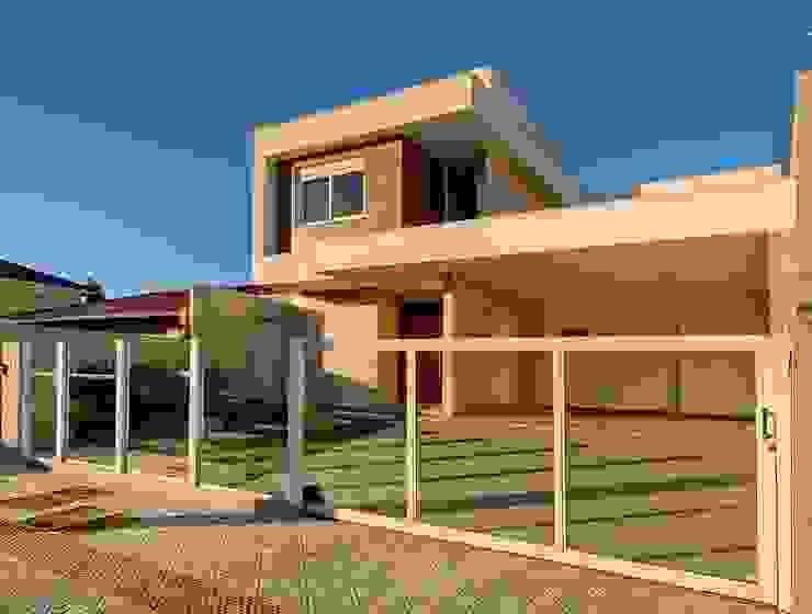Fachada frontal Casas modernas por Espaço do Traço arquitetura Moderno