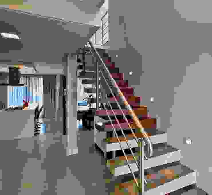 Escada por Espaço do Traço arquitetura Moderno