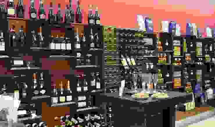 Arredamento Esigo per wine&food shop di Esigo SRL Moderno