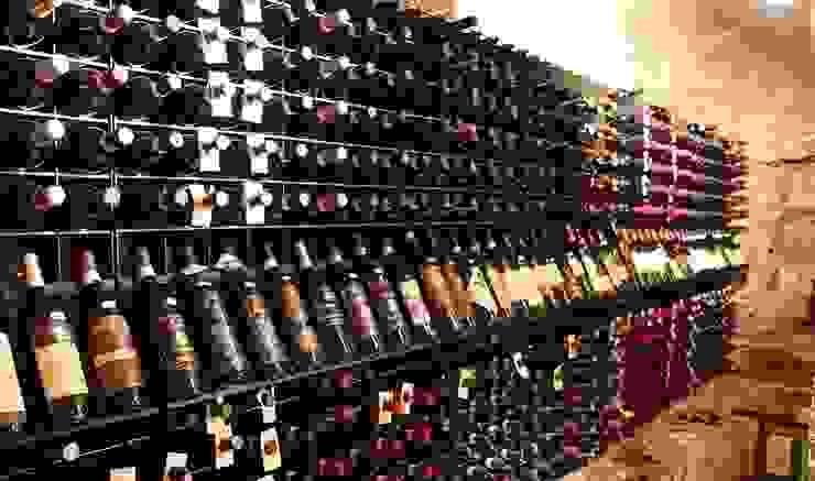 Arredamento Esigo per punto vendita vini con Esigo 2 Net di Esigo SRL Moderno Ferro / Acciaio