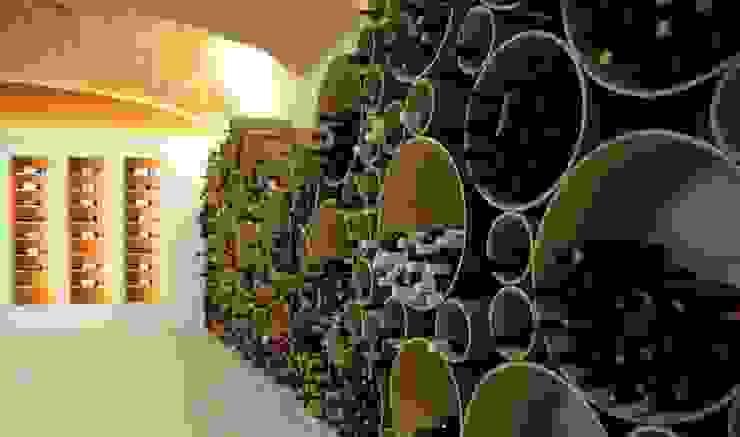 Portabottiglie Esigo 8, un grappolo su misura per l'arredamento di punti vendita vino! di Esigo SRL Moderno Carta