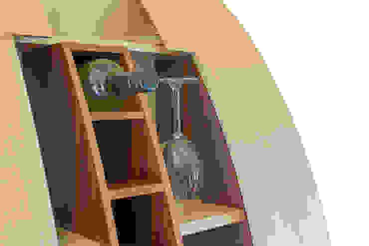 Boegi - Das elegante Weinregal: modern  von yourelement,Modern