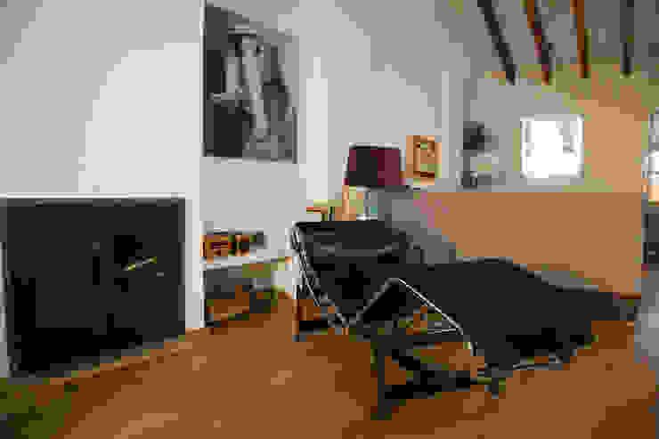 SC8.CASA Casas de estilo moderno de BONBA studio Moderno