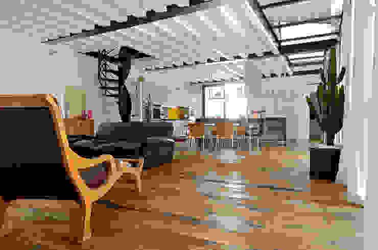 Sangervasio Loft Soggiorno in stile industriale di Massimo Adiansi Architetto Industrial