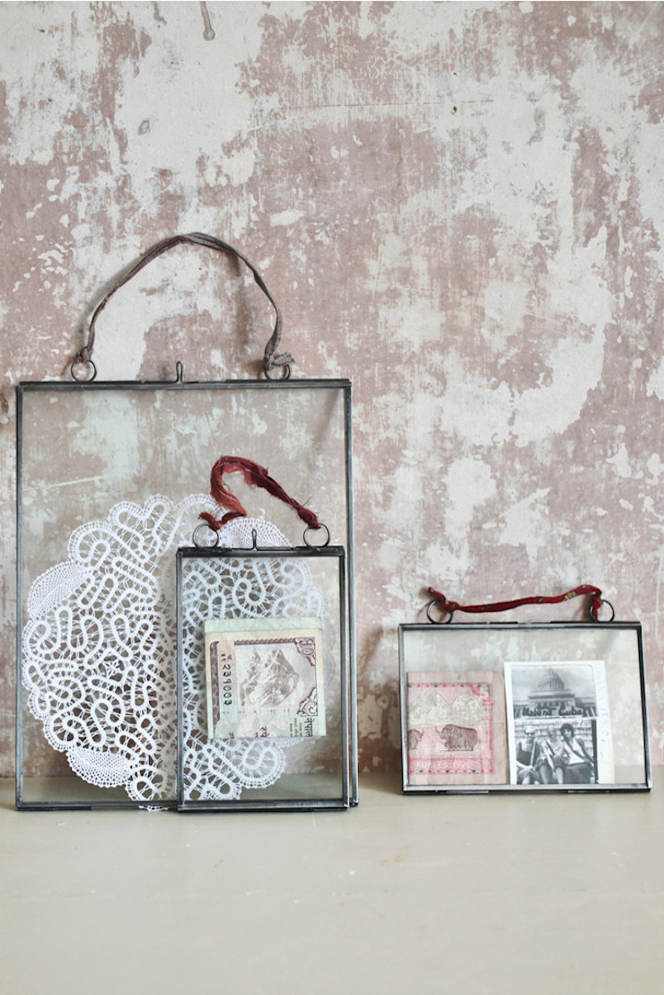 Double sided hanging picture frames by http://www.decoratorsnotebook.co.uk/