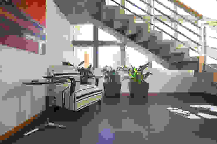 Ingresso, Corridoio & Scale in stile moderno di Arquiplan Moderno
