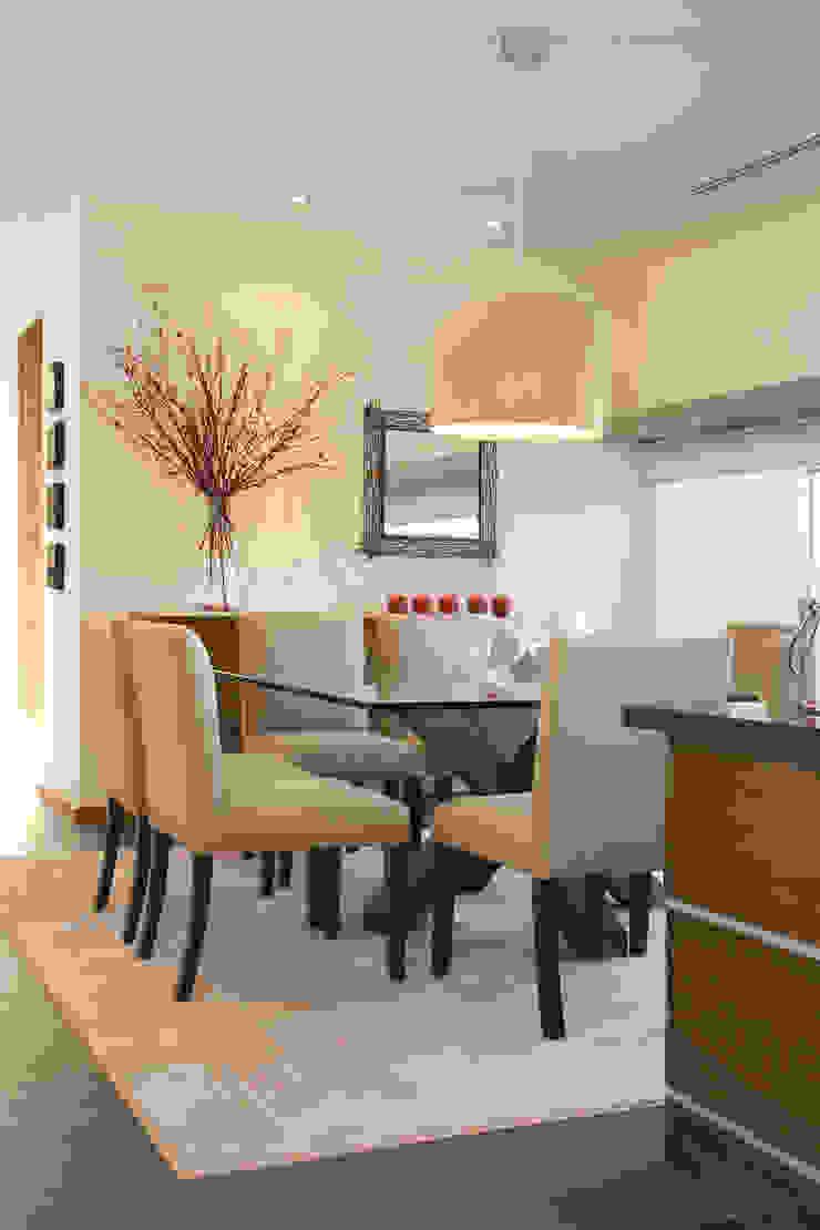 Modern dining room by ARQUIPLAN Modern