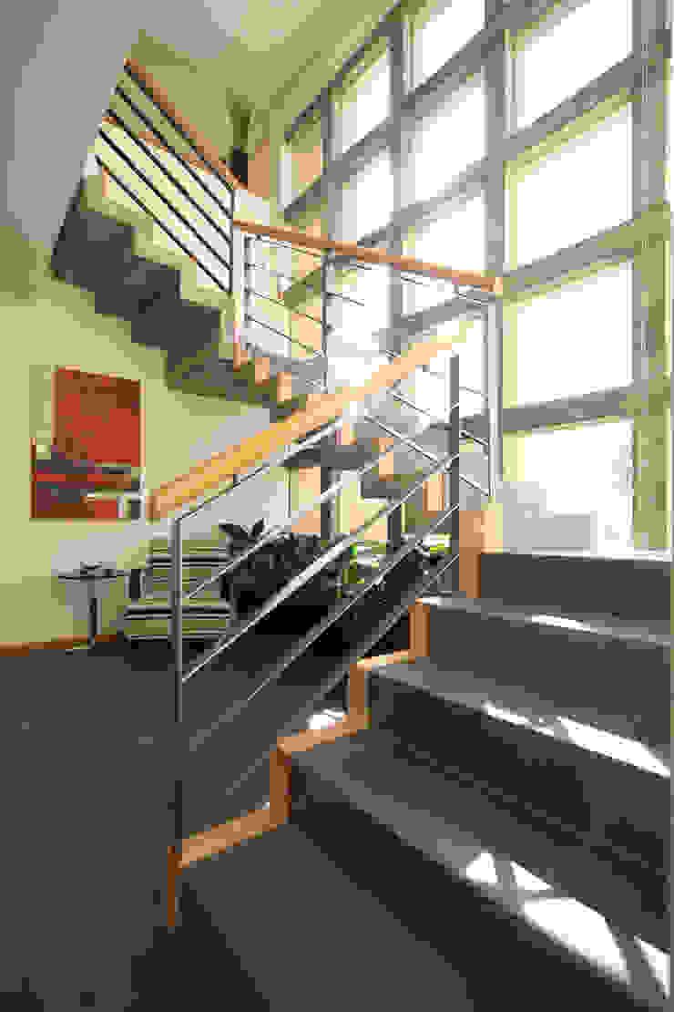 Koridor & Tangga Modern Oleh ARQUIPLAN Modern