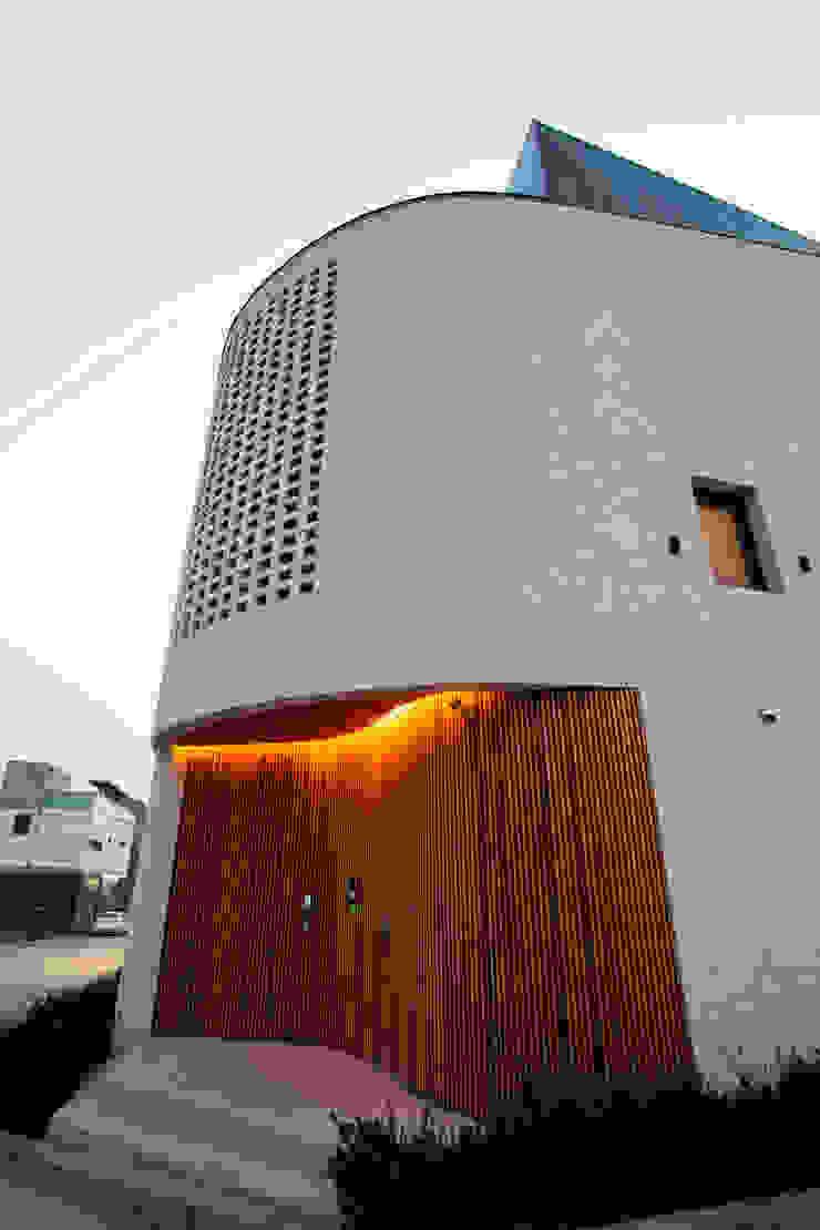 [GIP] Warm Curve 모던스타일 주택 by GIP 모던