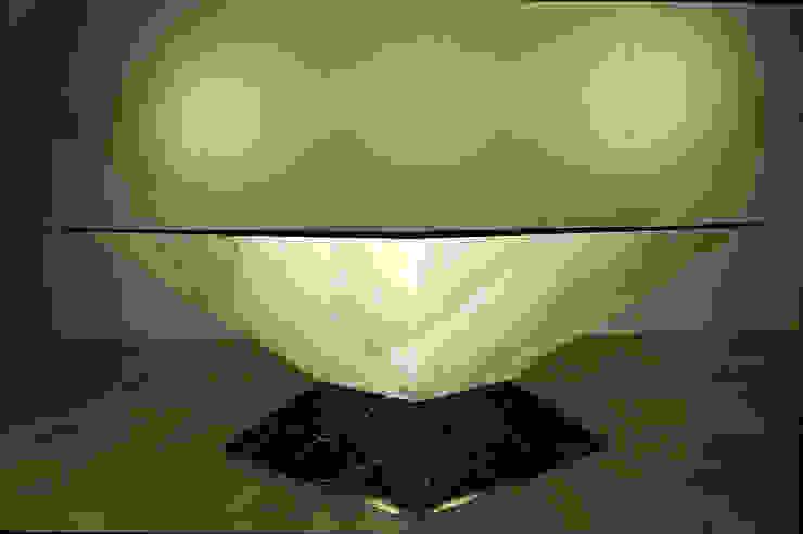 Table basse pyramide par Design Bois Creation Éclectique
