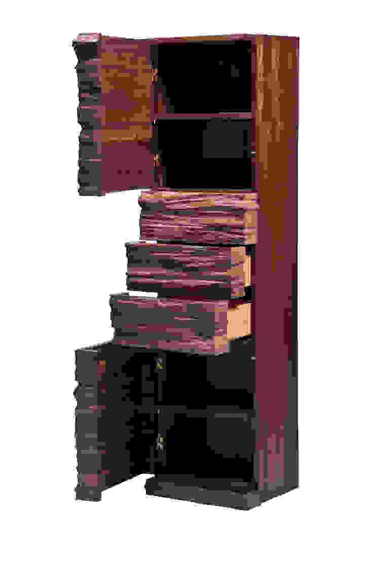 Spaltholzschrank mit Blattgold von Alignum Möbelbau Ausgefallen