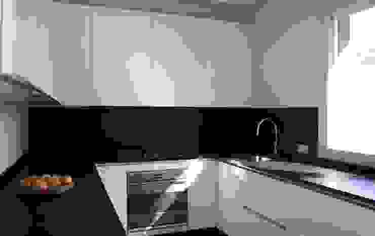 Casa T Cucina moderna di Pier Maria Giordani Architetto Moderno