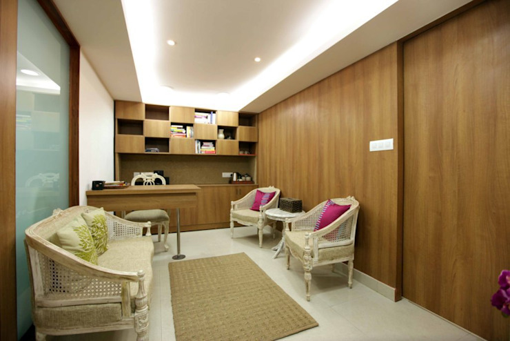 Mama Mia Lounge—Fortis Hospitals Modern hospitals by DESIGN5 Modern