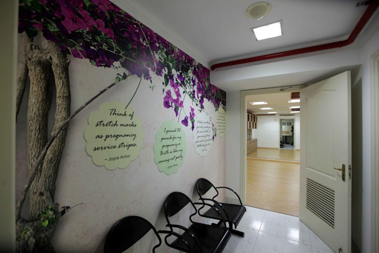 Mama Mia Lounge - Fortis Hospitals Modern hospitals by DESIGN5 Modern