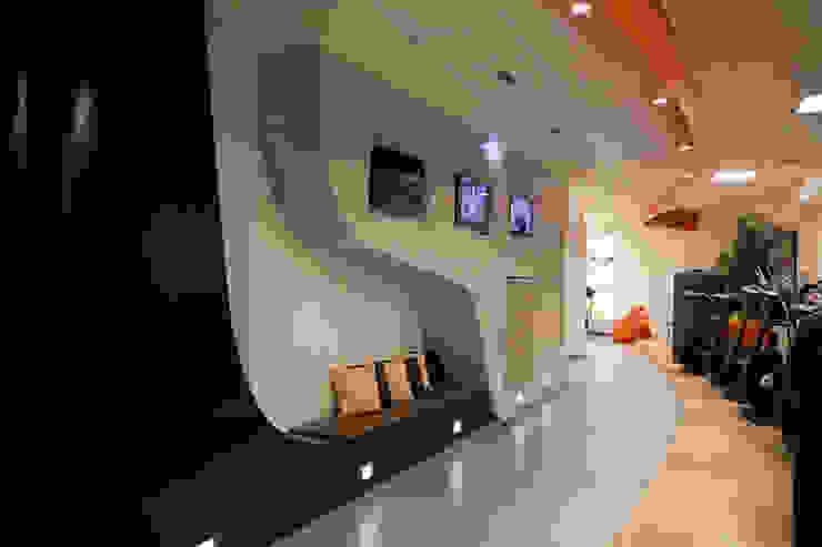 Gimnasios en casa de estilo ecléctico de Studio_P - Luca Porcu Design Ecléctico