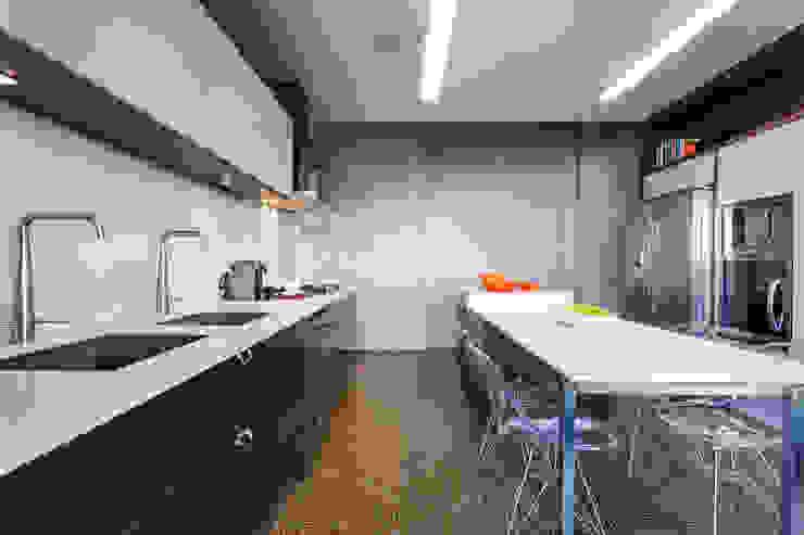 Rumah: Ide desain interior, inspirasi & gambar Oleh MarchettiBonetti+