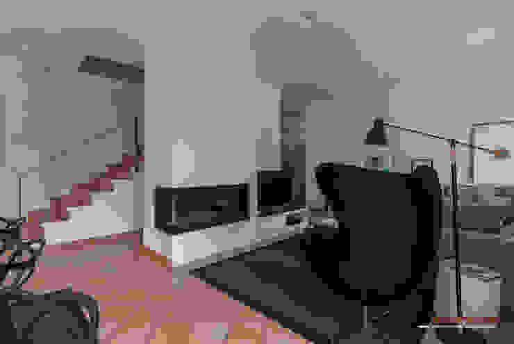 Salón y comedor Casas de estilo moderno de Trestrastos Moderno