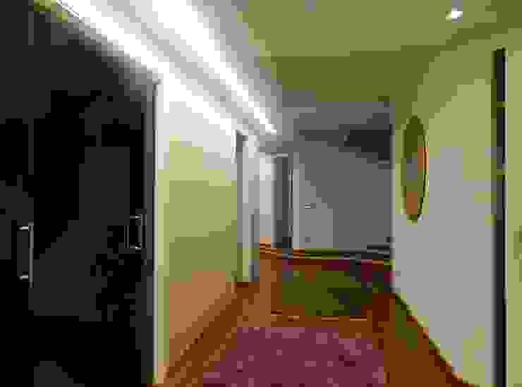 Seby House di ATRE HOME Moderno