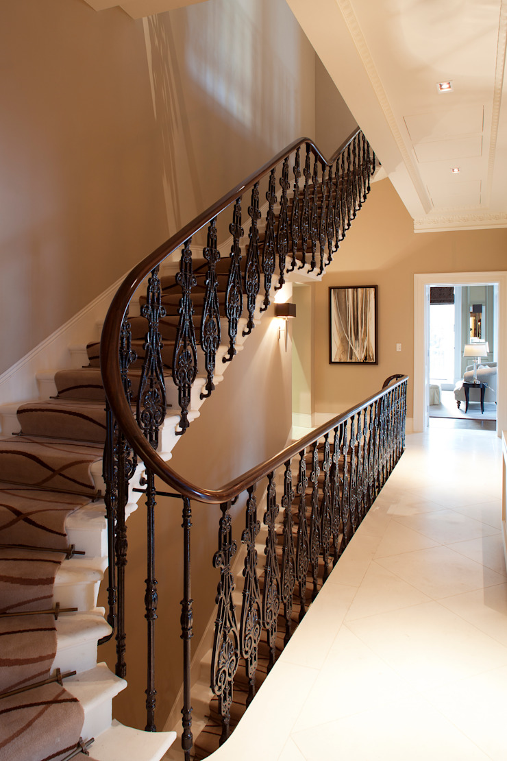 Staircase Classic style corridor, hallway and stairs by Roselind Wilson Design Classic