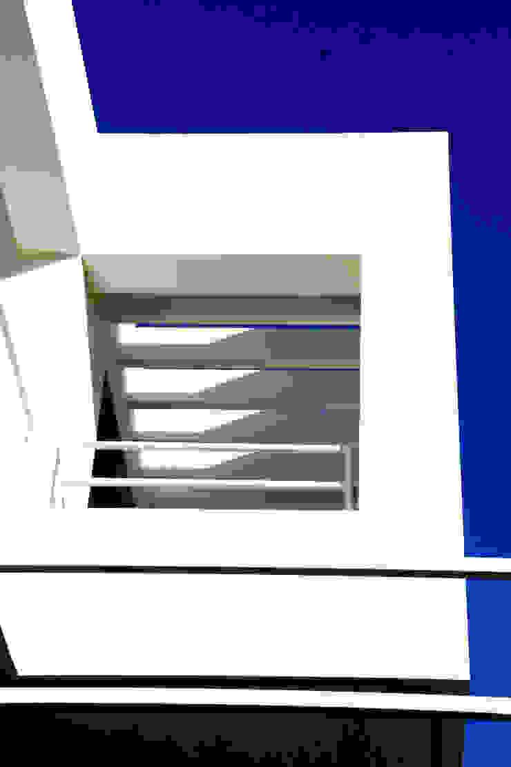 VIVIENDA UNIFAMILIAR AISLADA EN <q>VIÑAS DE SON VERÍ</q>, MALLORCA Pasillos, vestíbulos y escaleras de estilo moderno de JAIME SALVÁ, Arquitectura & Interiorismo Moderno