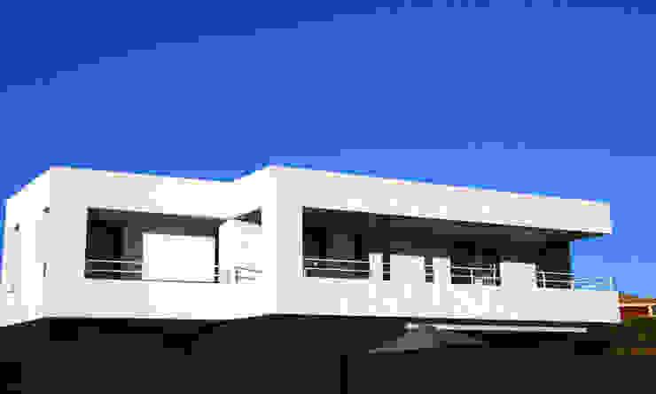 Unifamiliar en Viñas de Son Verí. JAIME SALVÁ, Arquitectura & Interiorismo. www.salvarq.com Casas de estilo moderno de JAIME SALVÁ, Arquitectura & Interiorismo Moderno