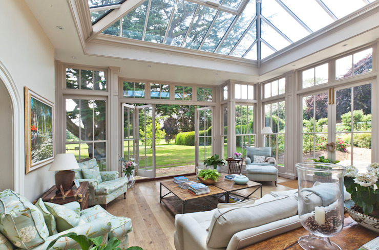 Orangery with Bi-fold Doors 根據 Vale Garden Houses 古典風
