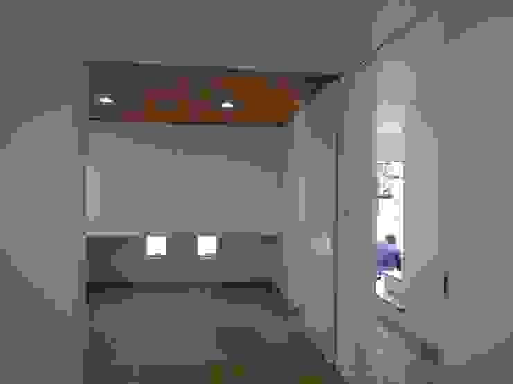Phòng ngủ phong cách tối giản bởi 桑原建築設計室 Tối giản