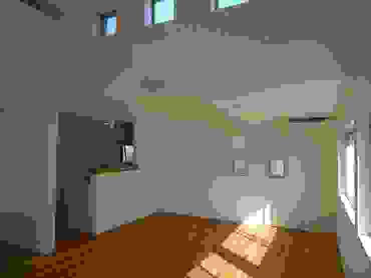 Phòng ăn phong cách tối giản bởi 桑原建築設計室 Tối giản