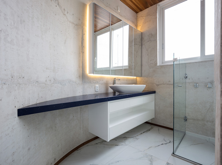 Bathroom by Boa Arquitetura