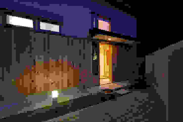 玄関へのアプローチ オリジナルな 庭 の kihon_form オリジナル