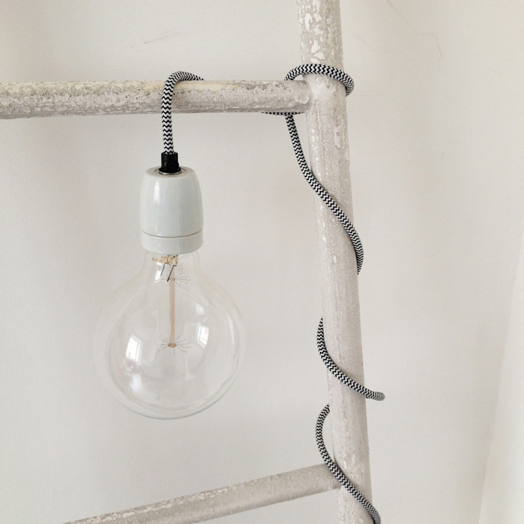Bare bulb fabric flex light de An Artful Life Moderno