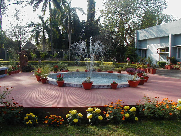 Garden land scaping & decoration od Anna Interiors Rustykalny