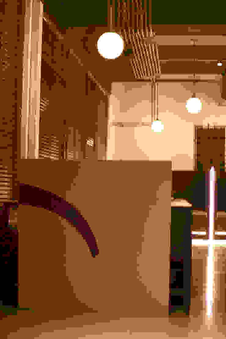 Peaches'—A Vegetarian World Cuisine Restaurant Modern gastronomy by A M Architecture & More Modern