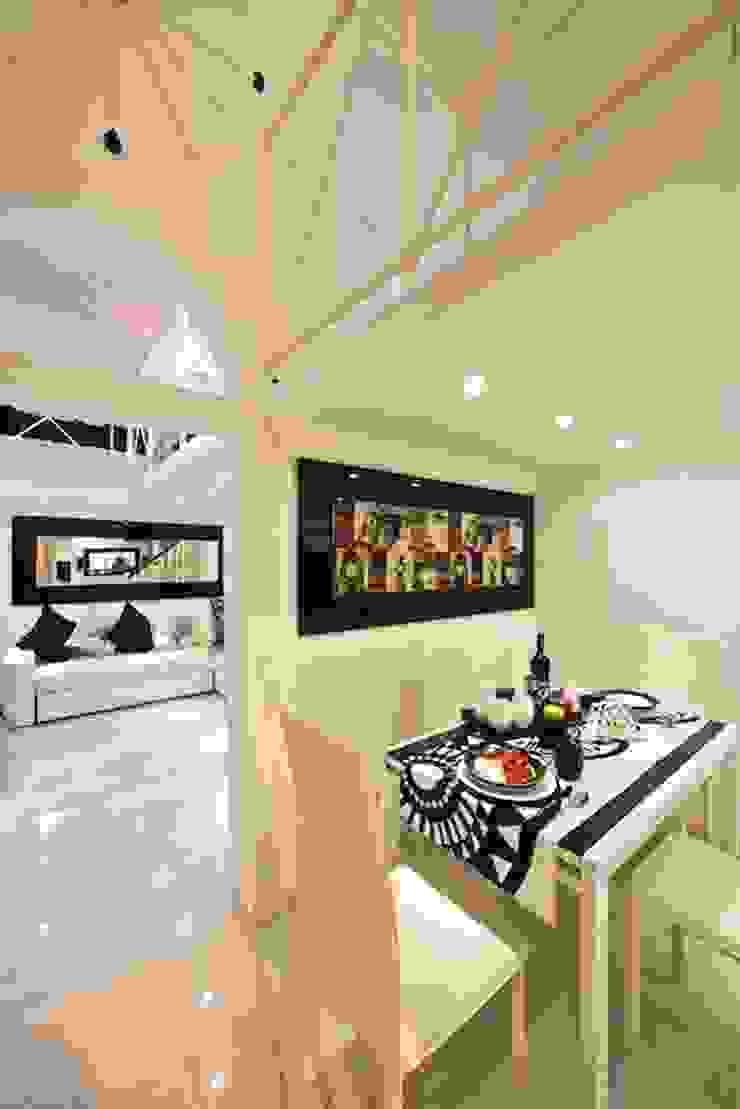Loft view Case moderne di Pavart SRL Moderno